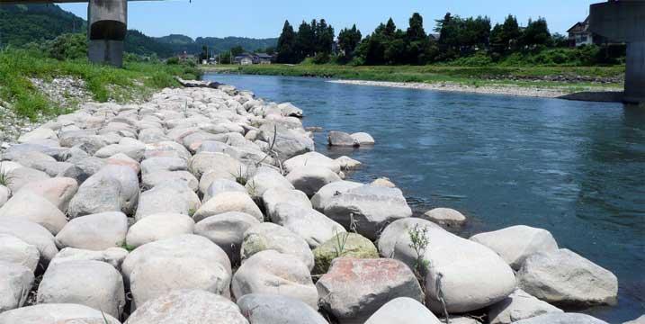 新潟県魚沼市魚野川