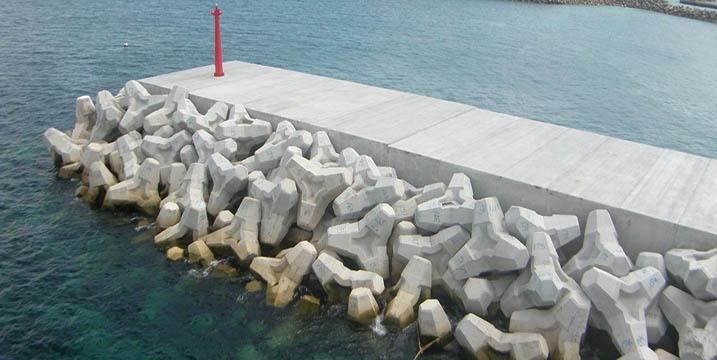 沖縄県宮古島市佐良浜漁港