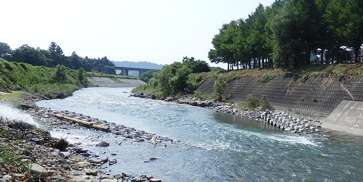 新潟県魚沼市佐梨川